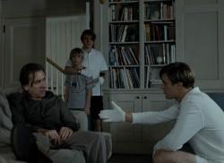 George (Tim Roth), Sohn Georgie (Devon Gearhart) , Peter (Brady Corbet), Paul (Michael Pitt) - Funny Games U.S.