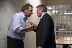 Arthur Edens (Tom Wilkinson) im Streit mit Michael Clayton (George Clooney) - Michael Clayton