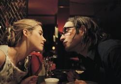 Sophie (Vahina Giocante) und Octave Parango (Jean Dujardin) beim romantischen Dinner - 39,90 - NEUNUNDDREISSIGNEUNZIG