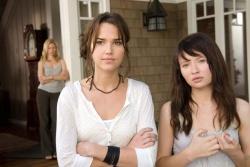 Alex (Arielle Kebbel) und Anna (Emily Browning) - Der Fluch der 2 Schwestern