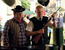PC Danny Butterman (Nick Frost) und Nicholas Angel (Simon Pegg) (Bildmaterial: © 2009 Universal) - Hot Fuzz