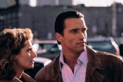 Monique (Kathryn Harrold) und Mark Kaminsky / Joseph P. Brenner (Arnold Schwarzenegger) - Der City Hai