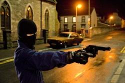 Alistair Little (Mark Ryder) beim Attentat in 1975 - Five Minutes Of Heaven