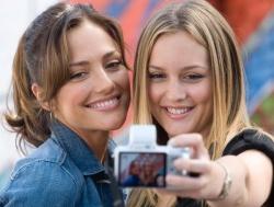 Sara Matthews (Minka Kelly) und Rebecca (Leighton Meester) - The Roommate