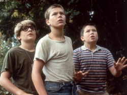 Teddy Duchamp (Corey Feldman), Chris Chambers (River Phoenix), Vern Tessio (Jerry O'Connell) v.l.n.r. - Stand by Me