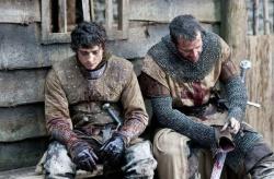 Guy the Squire (Aneurin Barnard) und Marshal (James Purefoy) nach dem Kampf - Ironclad - Bis zum letzten Krieger