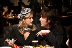 Judy Marks (Chloe Sevigny) mit ihrem Ehemann Howard - Mr. Nice