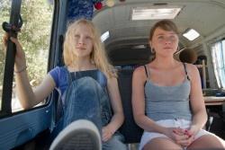 Hanna (Saoirse Ronan), Sophie (Jessica Barden) - Wer ist Hanna?