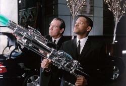 Agent Kay (Tommy Lee Jones) und Agent Jay (Will Smith) © Sony - Men in Black 2