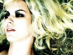 Audrey (Louise Bourgoin) - Black Heaven