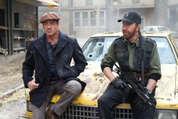 Barney Ross (Sylvester Stallone) und Booker (Chuck Norris) - © 20th Century Fox - The Expendables 2