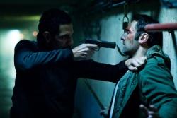 Hugo Sartet (Roschdy Zem) bedroht Samuel Pierret (Gilles Lellouche) - Point Blank - Aus kurzer Distanz