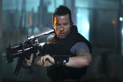 Snow (Guy Pearce) - Lockout