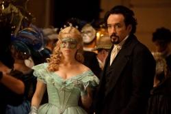 Emily Hamilton (Alice Eve), Edgar Allan Poe (John Cusack) - The Raven - Prophet des Teufels