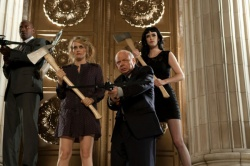 Professor Quincy (Larry Wilmore), Goody (Alicia Silverstone), Dr. Van Helsing (Wallace Shawn), Stacy (Krysten Ritter) - Vamps - Dating mit Biss