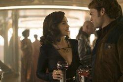 Qi'ra (Emilia Clarke), Han Solo (Alden Ehrenreich) - Solo: A Star Wars Story
