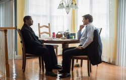McCall (Denzel Washington) im Gespräch mit Dave York (Pedro Pascal) - The Equalizer 2