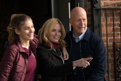 Jordan (Camila Morrone), Lucy (Elisabeth Shue) und Paul Kersey (Bruce Willis) - Death Wish