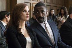 Molly Bloom (Jessica Chastain) und ihr Anwalt Charlie Jaffey (Idris Elba) - Molly's Game – Alles auf eine Karte