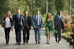 Rebecca Crosby (Annabelle Wallis), Bob Callahan (Jon Hamm), Randy 'Chilli' Cilliano (Jake Johnson), Hogan 'Hoagie' Malloy (Ed Helms), Anna Malloy (Isla Fisher), Reggie (Lil Rel Howery) - Catch me!