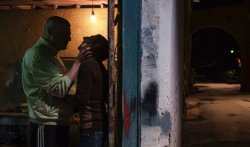 Simoncino (Edoardo Pesce) setzt Marcello (Marcello Fonte) unter Druck <small>(Photo: Greta De Lazzaris © AlamodeFilm)</small> - Dogman