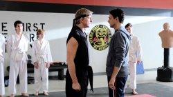 Johnny Lawrences (William Zabka) und Daniel LaRusso (Ralph Macchio) haben noch einiges zu klären - Cobra Kai - Die Serie