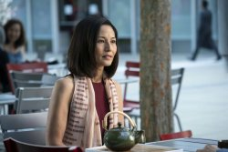 Wiedersehen mit Kumiko (Tamlyn Tomita) in Japan - Staffel 3 - Cobra Kai - Die Serie